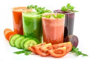 Pour vous hydrater et vous reminéraliser, buvez des jus de légumes.